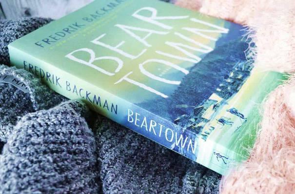 Đặt mua sách ngoại văn tiếng Anh Bear Town của Fredrik Backman tại Tinoreadingroom.com
